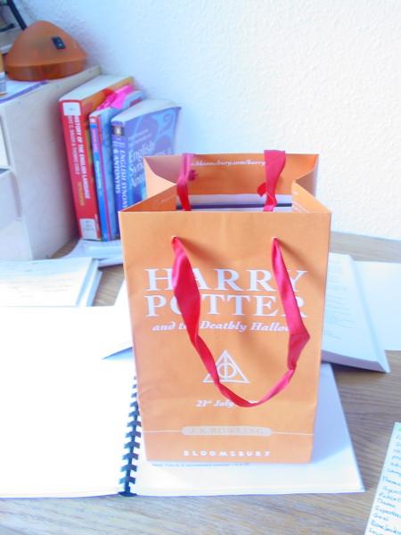 Harry Potter 7 in oranger Bloomsburry-Tuete