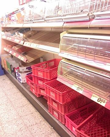 Leere Regale im Supermarkt Hamburg