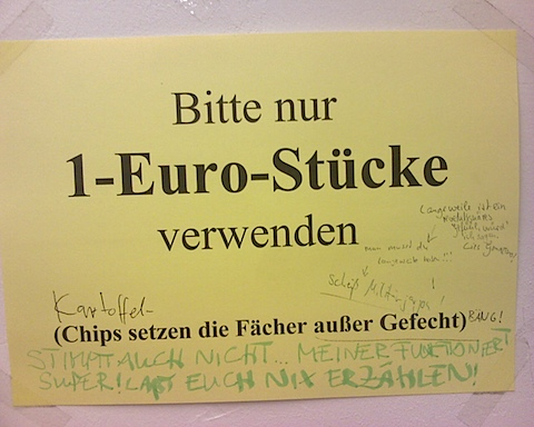 Warnung vor der Benutzung von Plastikchips als Ersatz für Ein-Euro-Stuecke in Schliessfaechern