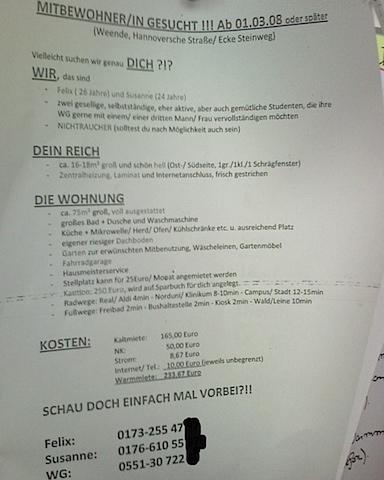 einfache und unkreative Wohnungssuche mit einem Flyer am Schwarzen Brett