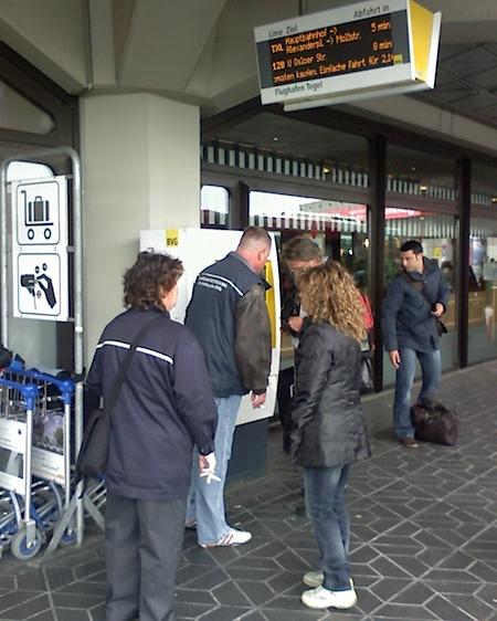 BVG bietet kostenlose Service-Dienstleistungen am Flughafen Tegel an