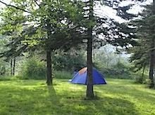 unser Zelt: einsam und verlassen auf breiter Flur