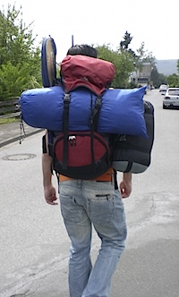 voll bepackt geht es zum campen