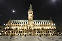 Hamburger Rathaus - Sightseeing bei Nacht in Hamburg