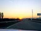 Autobahn in Spanien beim Sonnenaufgang