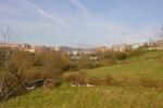 Inline-Skaten in Oviedo Spanien: Aussicht ins Grüne mit Oviedos im Hintergrund