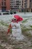 Oviedo im Schnee und ein Schneemann